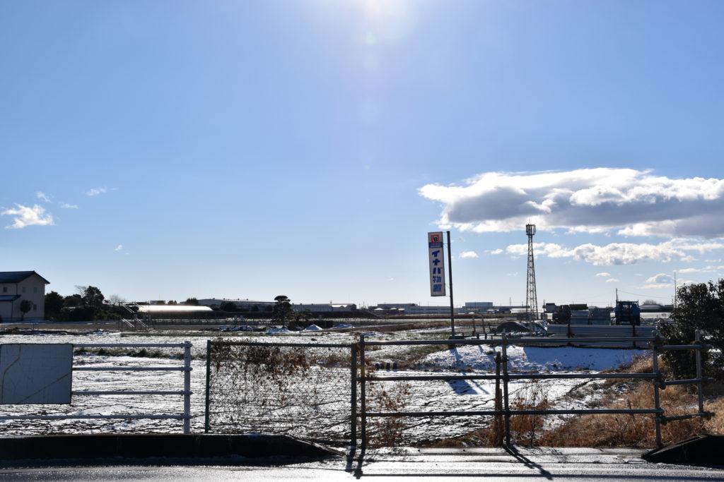 雪とイナバ物置